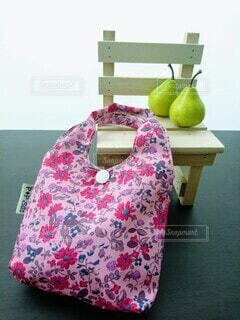 ピンクの花柄エコバッグの写真・画像素材[3700014]