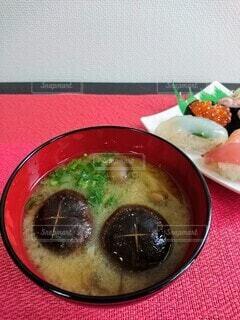 きのこの味噌汁の写真・画像素材[3723560]