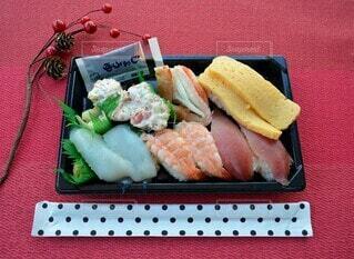 今日はお寿司をテイクアウトの写真・画像素材[4176570]
