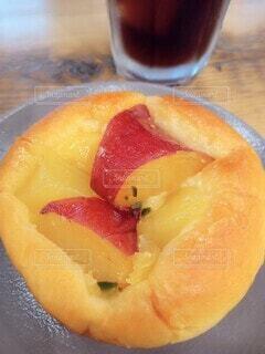 さつまいもとりんごのブリオッシュの写真・画像素材[4922619]