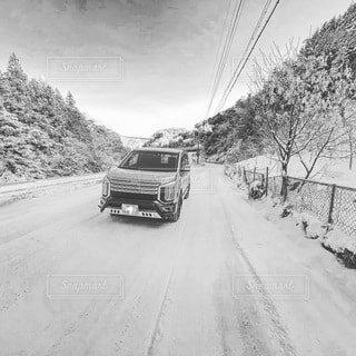 空,冬,雪,屋外,車,道路,山道,道,旅行,タイヤ,運動,ウィンタースポーツ,車両,凍結,ホイール,峠,スタッドレスタイヤ,四駆,黒と白,陸上車両