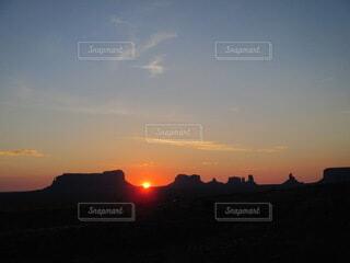 朝日,日の出,モニュメントバレー