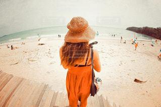 秋のビーチを眺めての写真・画像素材[3783166]