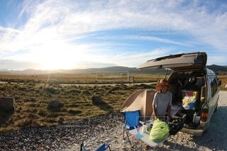 青空の下でキャンプの写真・画像素材[3806270]