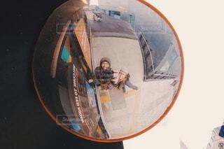 道端で丸い世界みーつけたっ!の写真・画像素材[3887215]