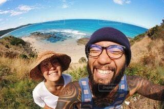 海の前で笑顔!!の写真・画像素材[3907158]