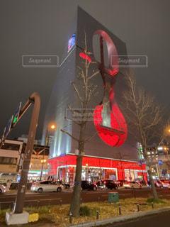 なんばHIPSの赤いライトアップの写真・画像素材[3483202]