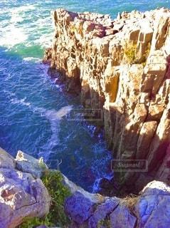 東尋坊、柱状節理の絶壁と海の写真・画像素材[3553996]