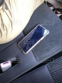車内放置携帯の写真・画像素材[3453090]