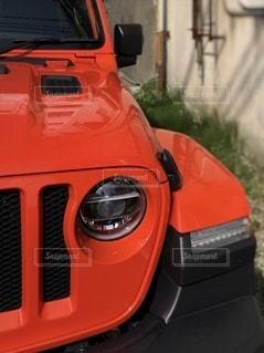 駐車中の赤い車の写真・画像素材[3518229]