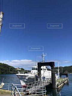青い海、空に映える船の写真・画像素材[3579594]