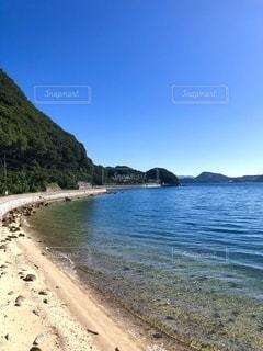 波打ち際の海岸線の写真・画像素材[3586004]