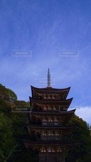 五重塔と星空の写真・画像素材[4761775]