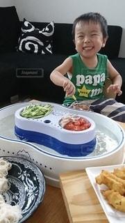 子ども,食べ物,夏,食事,笑顔,そうめん,料理,幼児,日本食,麺,和,少年,食,4歳,流しそうめん,素麺