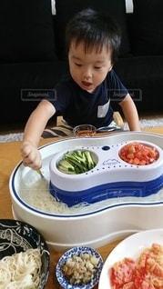 子ども,食べ物,夏,食事,屋内,そうめん,料理,幼児,日本食,麺,和,少年,食,4歳,流しそうめん,素麺