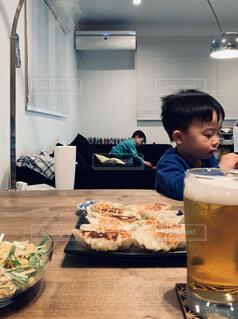 餃子とビールの写真・画像素材[4331036]