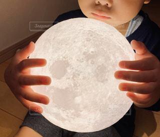 お月さまつかまえたの写真・画像素材[4609642]