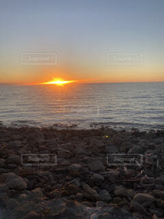 自然,海,空,屋外,太陽,ビーチ,雲,夕暮れ,水面,山,岩