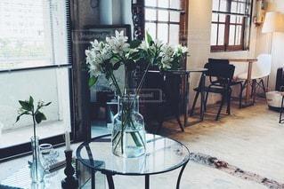 カフェにお花の写真・画像素材[3501607]