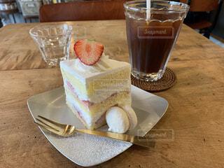 アイスコーヒーとショートケーキの写真・画像素材[4744659]