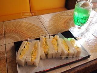 クリームソーダと卵サンドの写真・画像素材[4744663]