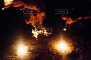 夏,夜,花火,手,仲良し,腕,線香花火,日本,遊び,男女