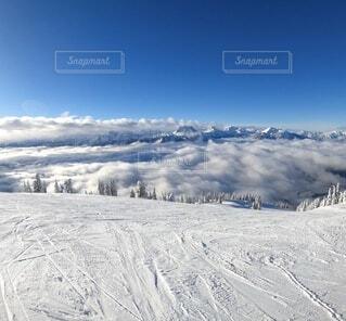自然,冬,雪,青空,山,山頂,雲海,運動,スノボ,快晴,カナダ,スキー場,スノーボード,ウィンタースポーツ,カナディアンロッキー,ロッキー山脈