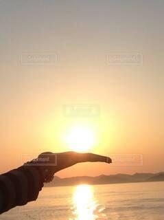 自然,太陽,夕暮れ,手持ち,人物,ポートレート,ライフスタイル,手元,パワー 瀬戸内海 さよなら またね