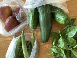 食べ物,テーブル,果物,野菜,食品,健康,キュウリ,オクラ,おいしい,美味しい,ハーブ,新鮮,バジル,収穫,イチジク,食材,草木,採れたて,フレッシュ,ベジタブル,食欲,長寿,地産地消,採れたて野菜,健康的です,おいしい野菜,病気知らず