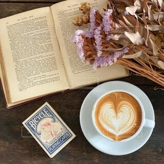 秋のコーヒータイムの写真・画像素材[3690415]