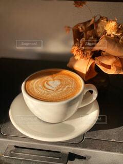 カフェ,コーヒー,リラックス,癒し,マグカップ,食器,カップ,カプチーノ,エスプレッソ,カフェラテ,ラテアート,カフェオレ,おうちカフェ,ドリンク,ラテ,フラットホワイト,おうち,ライフスタイル,カフェイン,モカ,ホワイトコーヒー,マキアート,ゆとり,食器類,コーヒー カップ,おうち時間,受け皿,コーヒー飲料