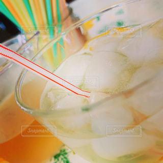 飲み物,インテリア,夏,ジュース,梅,水,氷,ガラス,コップ,ストロー,食器,手作り,ドリンク,ライフスタイル,自家製,さっぱり,梅シロップ,美味い,家の,ソフトド リンク