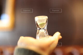 レトロ,手持ち,人物,ポートレート,喫茶店,ライフスタイル,砂時計,手元