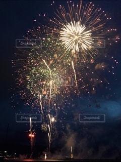 夜空の花火の写真・画像素材[3612465]