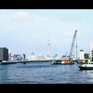 水の体の中の大きな船の写真・画像素材[3525051]