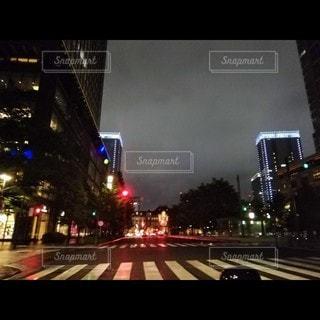 雨の夜の写真・画像素材[3525106]