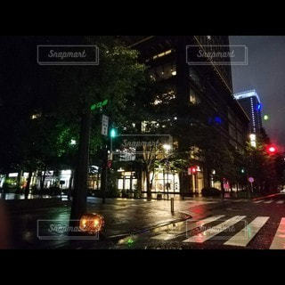 雨の夜の写真・画像素材[3525108]