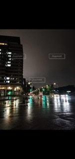 雨の夜景の写真・画像素材[3525111]