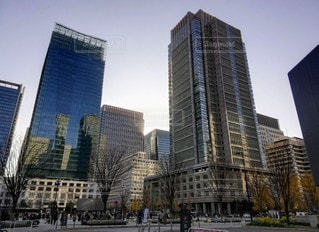 都市の高い建物の写真・画像素材[3525137]