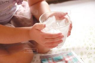 飲み物,インテリア,ジュース,水,氷,ガラス,コップ,人,食器,カップ,甘い,ドリンク,ライフスタイル,飲料,飲む,ソフトド リンク
