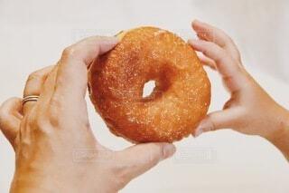食べ物,手,パン,手持ち,デザート,おやつ,人物,おいしい,ポートレート,ドーナツ,ライフスタイル,手元