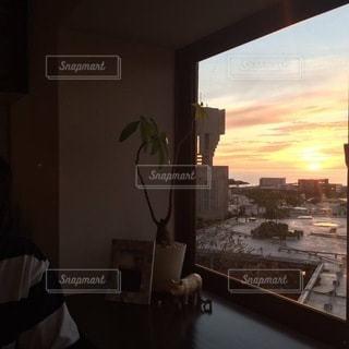 日没時の都市の眺めの写真・画像素材[3483396]