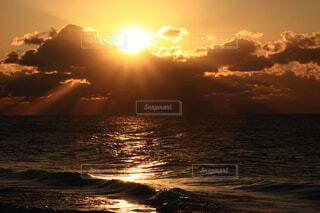 海,空,太陽,朝日,雲,水面,正月,お正月,日の出,新年,初日の出