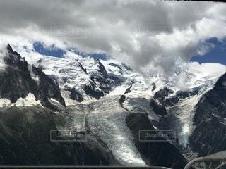 雪に覆われたフレンチアルプスの写真・画像素材[4737100]