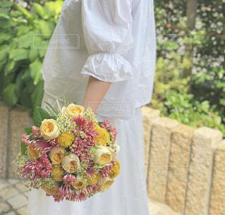女性,風景,花,バラ,ドレス,手持ち,人物,人,ポートレート,ライフスタイル,草木,手元