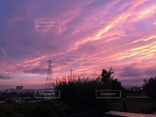 夕焼け筋雲の写真・画像素材[3521822]