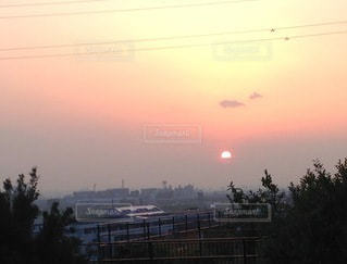 都市に沈む夕日の写真・画像素材[3521848]