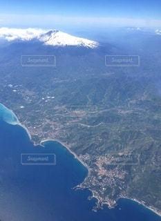 シチリア島タオルミナ付近海岸線とエトナ山の写真・画像素材[3525415]