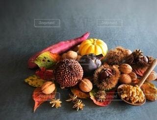 スパイスポマンダーと秋色食材の写真・画像素材[3739732]