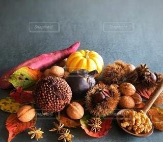 スパイスポマンダーと秋の食材の写真・画像素材[3739734]